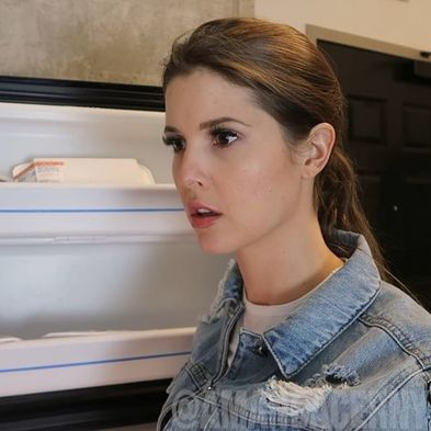 Amanda Cerny thinks why am i here by starring at fridge