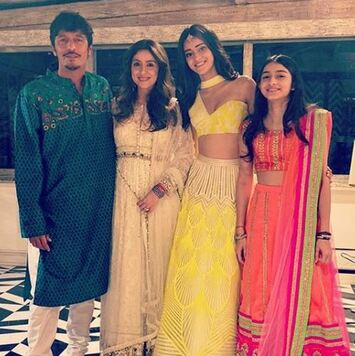 Ananya Pandey family picture