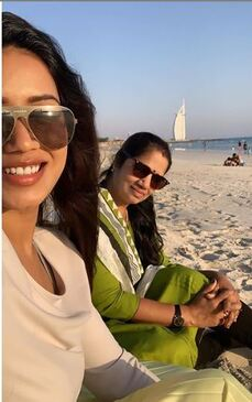 Nivetha Pethuraj with her mother