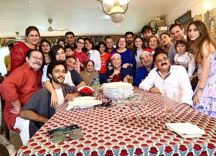Ranbir and Alia with Kapoor family together for Christmas Celebration
