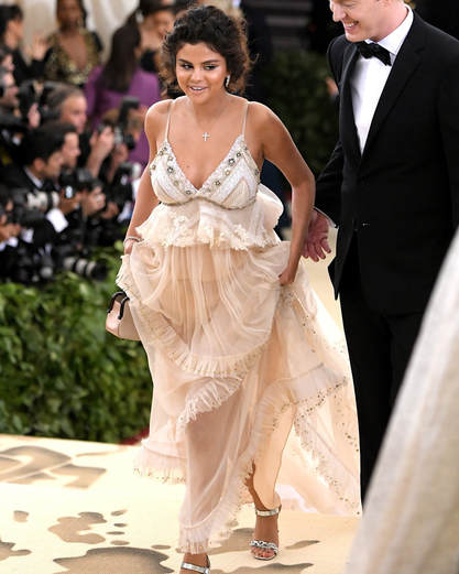 Selena Gomez just look a Goddess in her dress at Met Gala 2018.