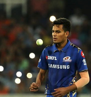 Rahul Chahar bowling with Sunrisers Hyderabad